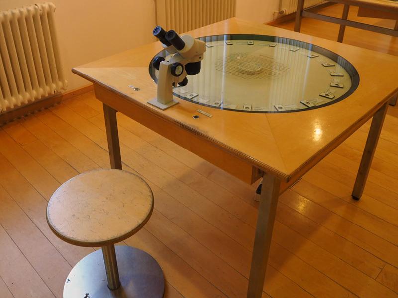 Mikroskopierplatz für Mikrofossilien