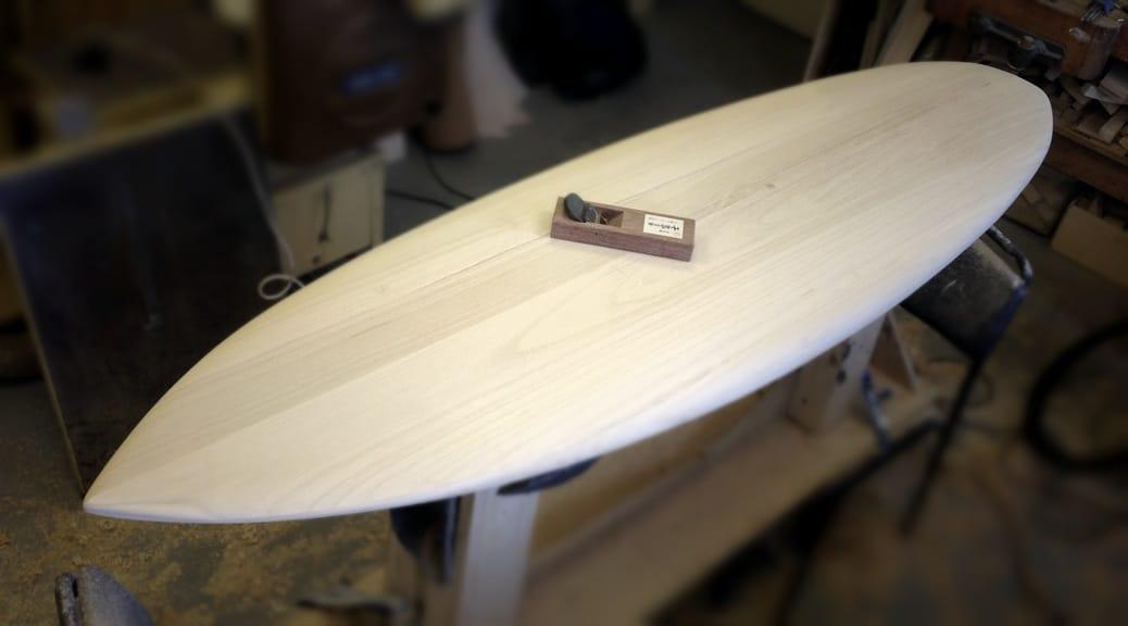 Surfboard-Blank aus Paulownia fertig geschliffen