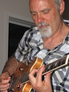 Terry Kingen Playing the Epiphone Casino