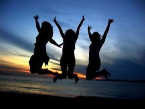 girl-friends-celebrating1
