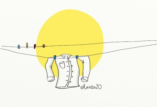 una solitaria camisa se seca al sol