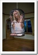 Mujer cautiva y aislada...