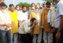 Minister Moolchand Sharma laid the foundation stone for 4 new tubewell to be installed in Ballabhgarh Assembly at a cost of two and a half crores.