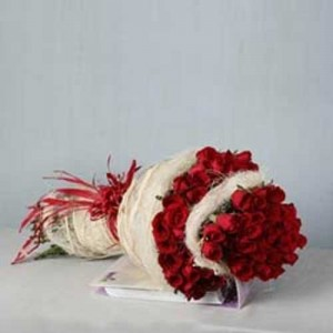 100 Red Roses 2 Layer Bunch