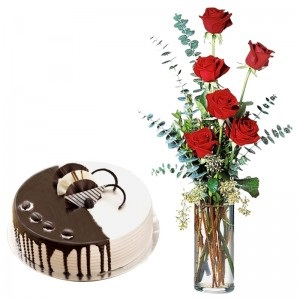 6 Red Roses Arranged In Glass Vase With 1 Pound Chocovanilla Fresh Cream Cake