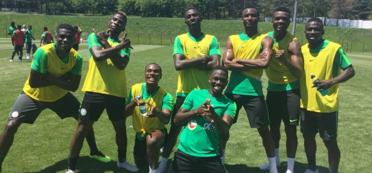 Super Eagles pose for a pic after training