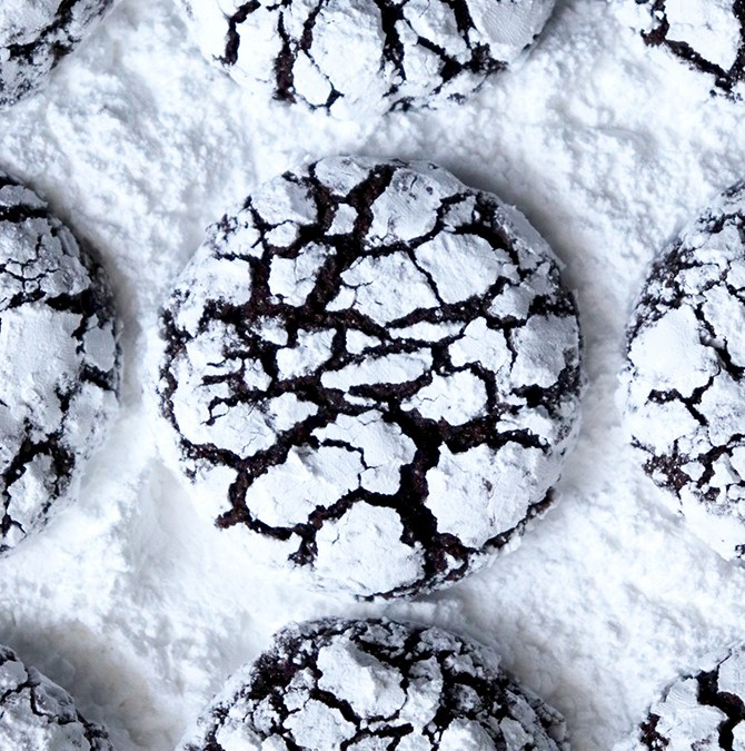 Fond of Lou: Chocolate Pretzel Crinkle Cookies