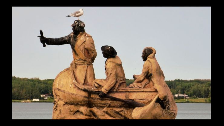 Statue with 3 men in a canoe including David Thompson