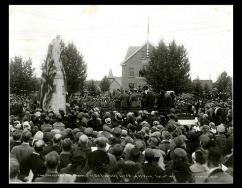 Unveiling of Red Deer Cenotaph, 1922