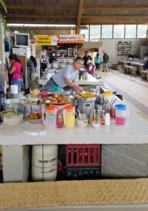 Vendor making his  almuerzo