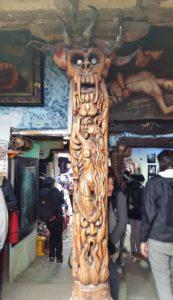 Carving inside Prohibido Centro Cultural
