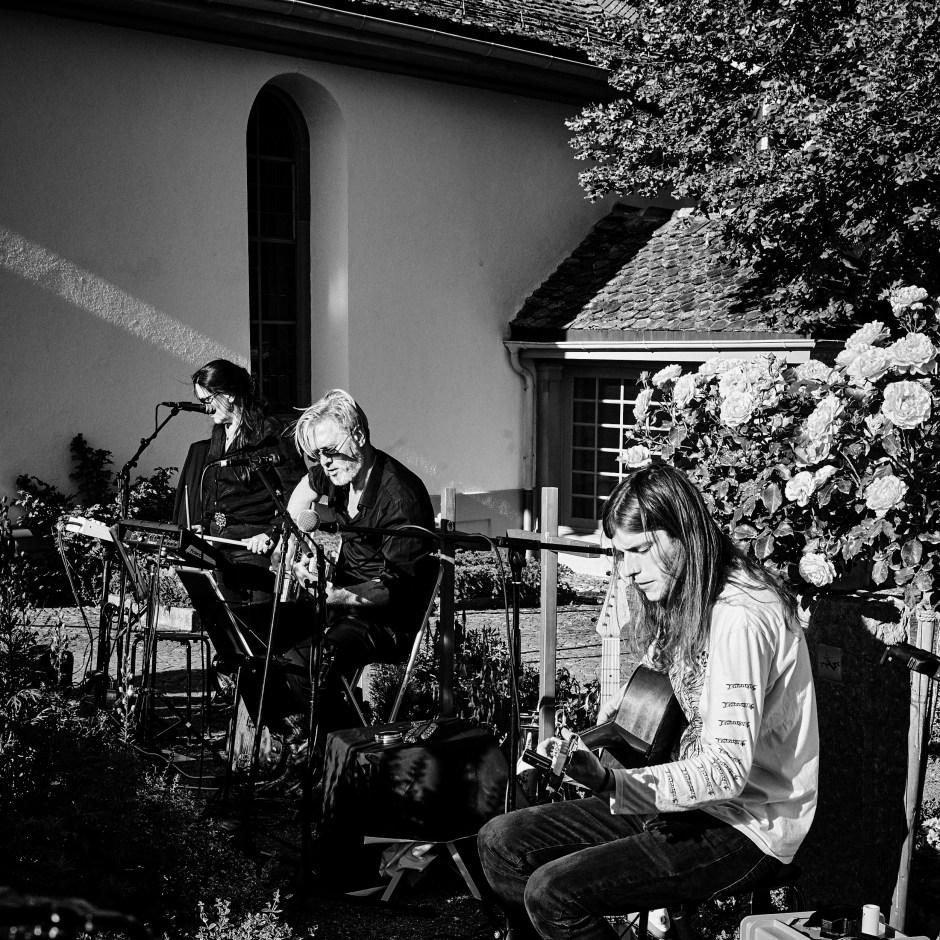 «GRABER: Letzte Worte – Konzerte für die Toten» auf dem Kirchof Witikon, 23. Juni 2020. Foto: Corinne Koch.
