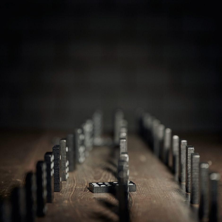 Single-Cover für Dunkel deiner Hoffnung/Der Tod rafft. Foto: Corinne Koch.