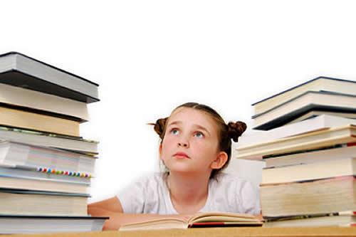 ninos hagan los deberes escolares