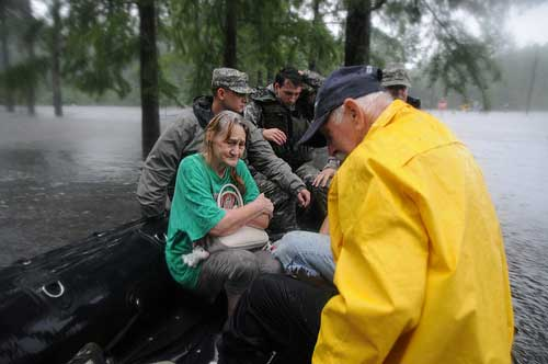 Rescate de afectados por el huracán Isaac.