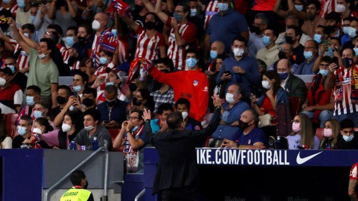 VIDEO: Simeone levanta a todo el Metropolitano...¡fíjate en la cara de Suárez!