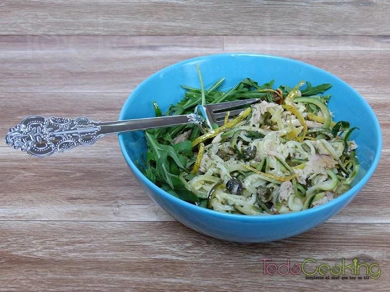 Espaguetis de calabacín con atún
