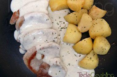 Solomillo de cerdo con salsa de queso roquefort