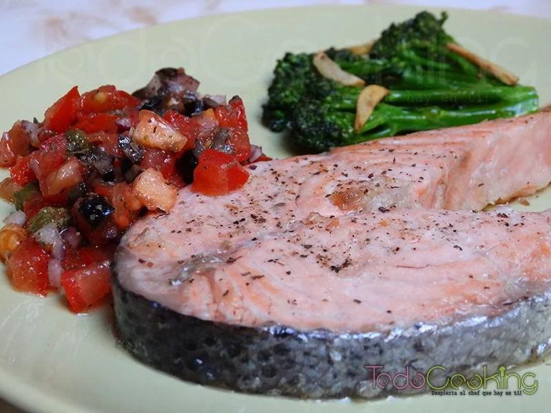 Salmón a la plancha con salsa vierge
