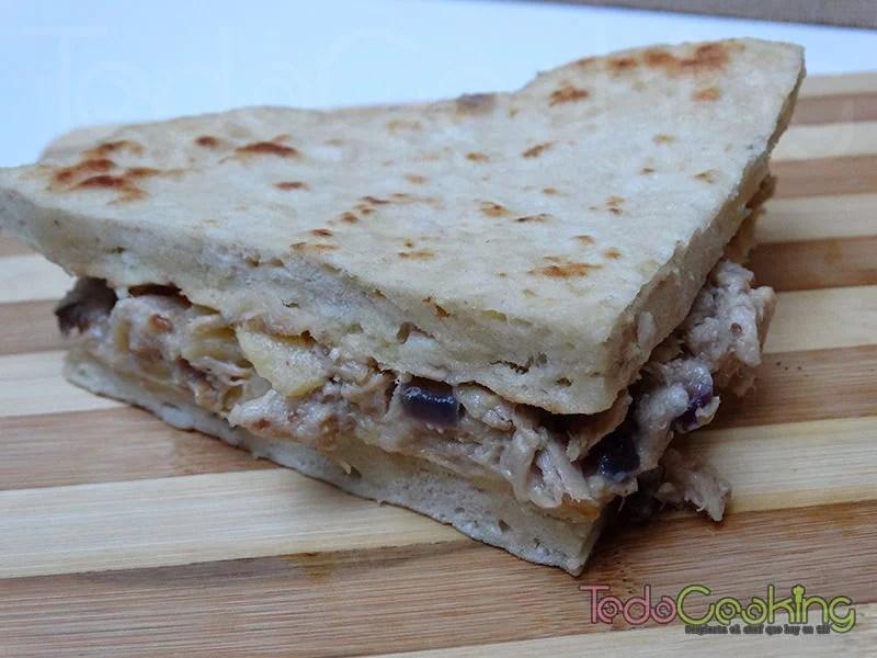 Piadina de atún con queso y manzana