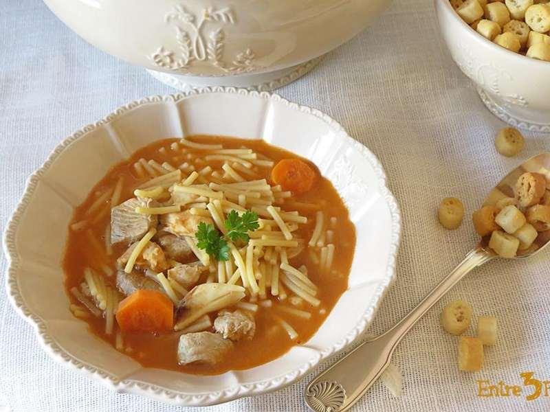 sopas y cremas reconfortantes - sopa de pescado con fideos