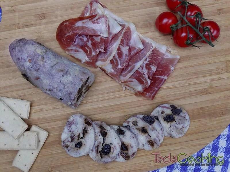 Fiambre de pollo y jamón con frutos secos