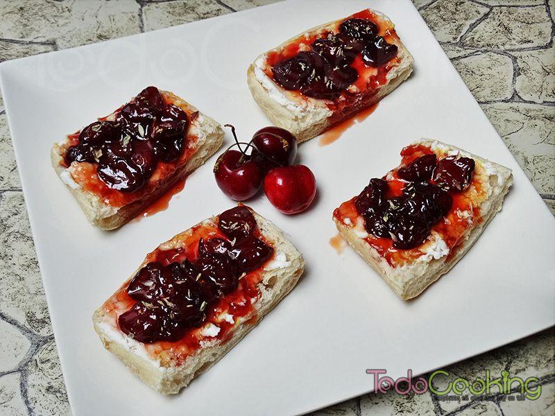 Tostas de cerezas con queso de cabra 03
