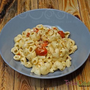 Pasta con queso feta y tomate cherry al horno 04