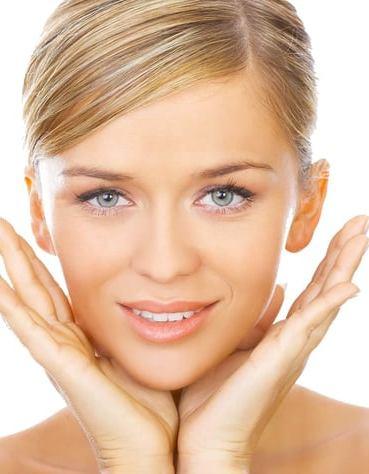 Los 6 Mejores Tónicos Faciales del 2019 Según Tu Tipo De Piel + Uso Correcto