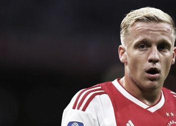 AMSTERDAM, NETHERLANDS - AUGUST 25:  Donny van de Beek of Ajax looks on during the Eredivisie match between Ajax and Emmen at Johan Cruyff Arena on August 25, 2018 in Amsterdam, Netherlands.  (Photo by Dean Mouhtaropoulos/Getty Images)