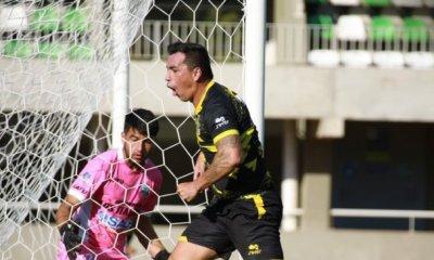 Esteban Paredes debutó y anotó de inmediato por Coquimbo Unido.