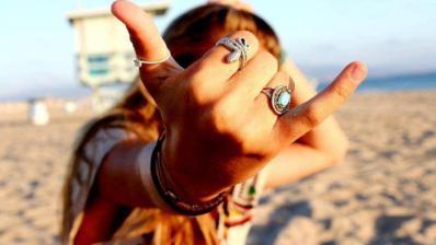 El Shaka: Origen y significado del más popular saludo surfero