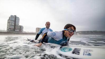 Surfista invidente de Oviedo, 1ª española en un mundial de surf adaptado