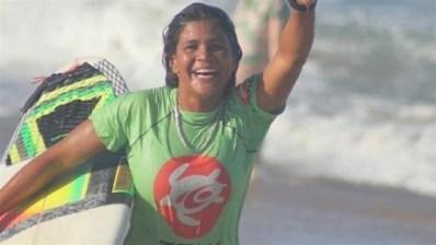 Surfista de 23 años muere alcanzada por un rayo