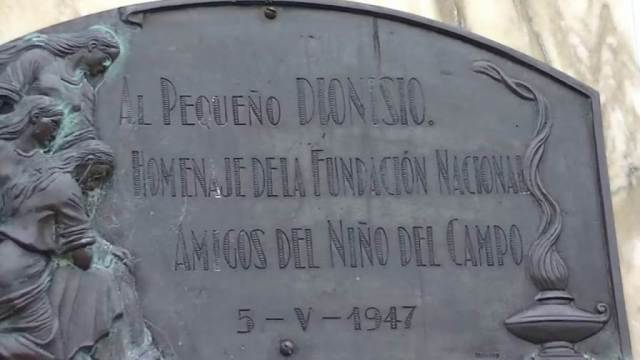 Placa homenaje a Dionisio Díaz