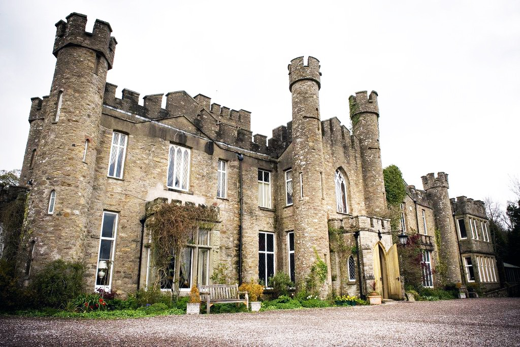 airbnb castle in england