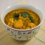 Curry aus roten Linsen und Blumenkohl