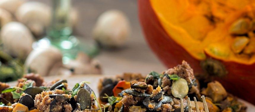 Kastanien-Haselnuss-Tarte mit Kürbis-Pilz-Füllung