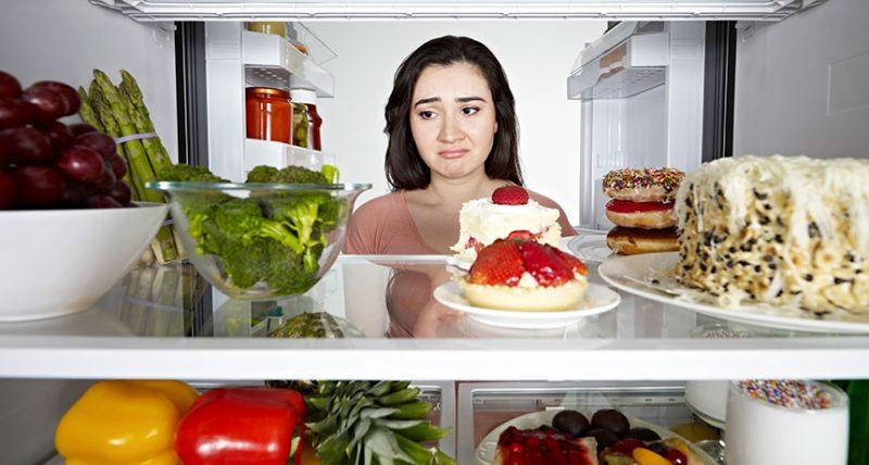 Πώς να σταματήσω το σύνδρομο των νυχτερινών επιδρομών στο ψυγείο