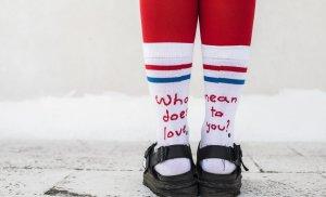 Αυτές οι κάλτσες θα σε κάνουν χαρούμενη