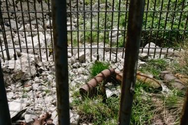 Neeksplodirane bombe, Krasji vrh, med Bovcem in Kobaridom