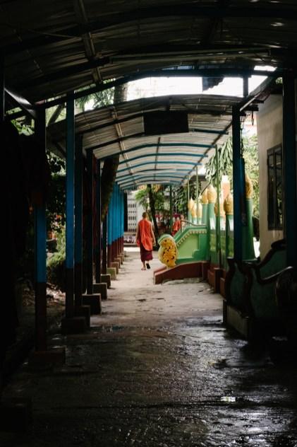 Budistični samostan, vas Dala, Jangon, Mjanmar