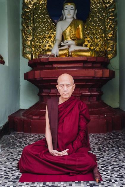 Budistični menih, Pagoda Scwedagon, Jangon, Mjanmar