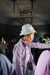 Potnica na železniški krožni liniji, Jangon, Mjanmar