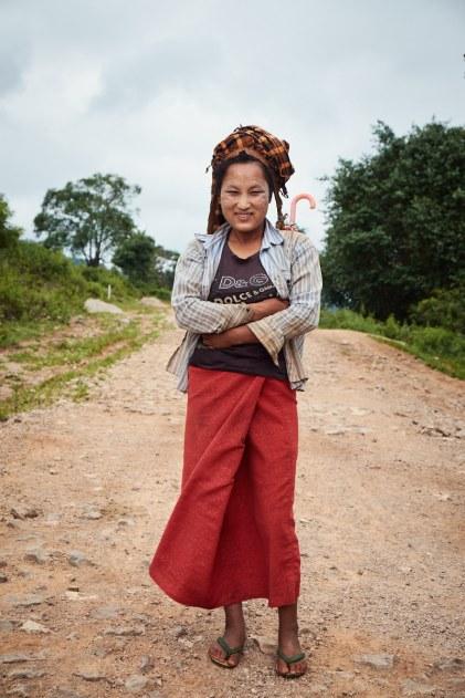 Pripadnice etnične skupine na tem območju nosijo značilne pisane rute, zvite v turban (foto: Janin Kolenc).