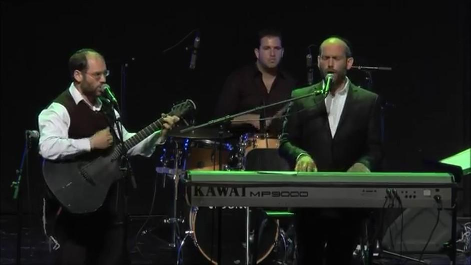 אהרן ויונתן רזאל בהופעה - עשרה בני אדם
