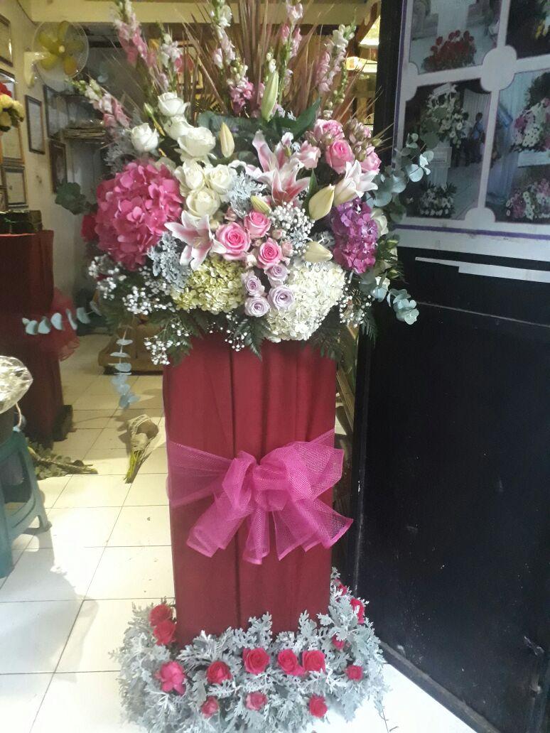 Standing Flower di Benowo