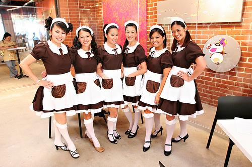 https://i2.wp.com/www.tokyoezine.com/wp-content/uploads/2011/05/Maid-Cafe-Girls.jpg?w=640