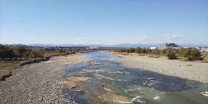 台風明け。多摩川の粘土層がむき出しに。