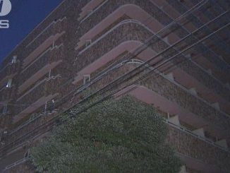 A drunk man threatened residents of his apartment in Osaka with a knife and stole money from them (TV Asahi)